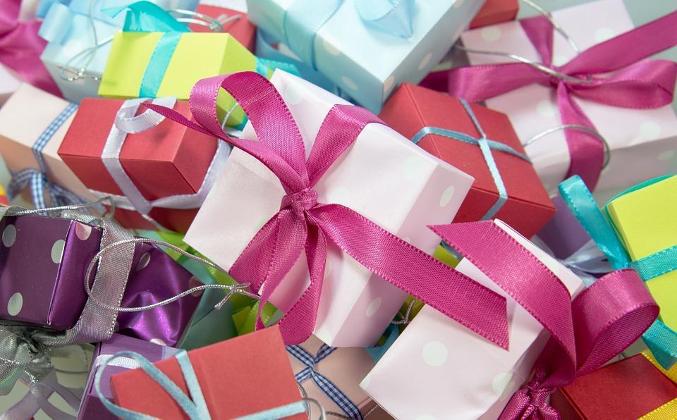Как выбрать нужный и оригинальный подарок